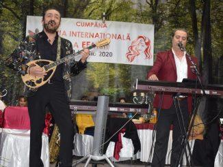 Mircea Cazan a cântat de Ziua Femeii la Cumpăna. FOTO Primăria Cumpăna