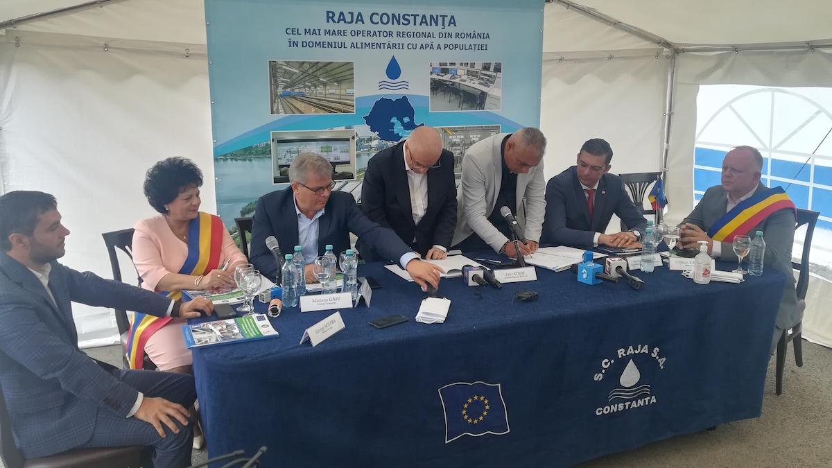 Semnarea contractului de extindere a rețelei de apă în Cumpăna. FOTO Paul Alexe